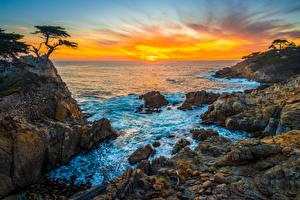 Картинка Америка Побережье Океан Камни Рассвет и закат Скалы Калифорнии Pebble Beach