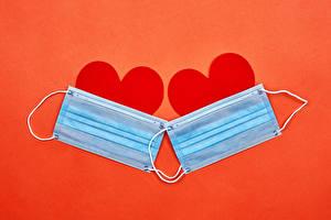 Фотографии День всех влюблённых Коронавирус Маски Красный фон Сердечко Две