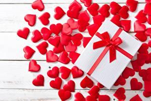 Картинки День всех влюблённых Сердце Подарок Бантики