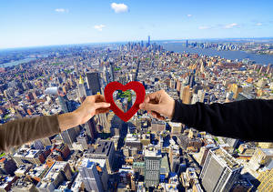 Фотографии День всех влюблённых Мегаполиса Руки Сердца Сверху