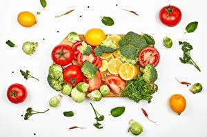 Картинки Овощи Томаты Брокколи Укроп Лимоны Острый перец чили Белый фон Разделочной доске Еда