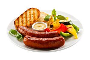 Картинки Сосиска Хлеб Перец овощной Тарелка Белом фоне Пища