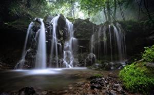 Картинки Водопады Камень Трава Мха Природа