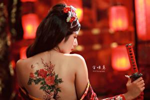 Фото Азиаты Сзади Боке Брюнетки Спина Татуировка Девушки