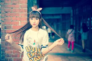 Фото Азиатки Боке Ушки кролика Взгляд Волосы Рука Девушки