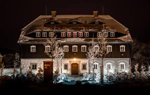 Картинка Австрия Дома Зима Особняк Дизайн В ночи Снег Schönbach