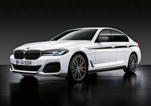 Фото BMW Белый 2020 540i M Performance Accessories