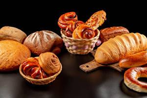 Картинка Хлеб Булочки Выпечка Разделочной доске Корзины