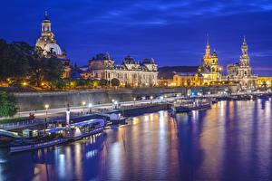 Картинка Дрезден Германия Реки Речные суда Ночью Уличные фонари Saxony, Elbe