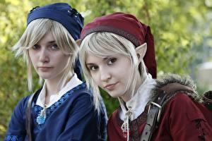 Фотографии Эльфы Косплей Два Блондинка Шапка Смотрит девушка