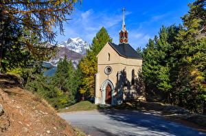 Картинка Франция Гора Церковь Альп Дерева Bramans Природа