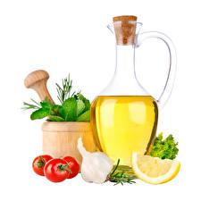 Картинка Чеснок Помидоры Лимоны Масла Бутылка Белый фон Еда