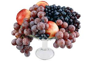 Обои для рабочего стола Виноград Персики Ваза Белый фон Еда