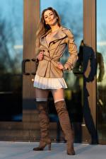 Обои Korbi Kay Фотомодель Позирует Куртки Ноги Сапогах Взгляд молодая женщина