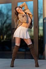Картинки Korbi Kay Позирует Модель Сапог Юбка Куртки молодые женщины