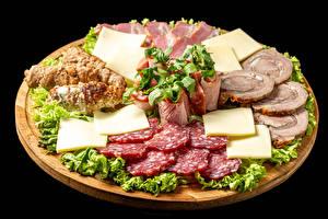 Фото Мясные продукты Колбаса Ветчина Сыры Овощи На черном фоне Нарезка Еда