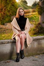 Фотографии Фотомодель Сидит Ног Пальто Aleksandra Białecka девушка