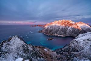 Картинка Норвегия Берег Горы Лофотенские острова Скале Straumsjøen Природа