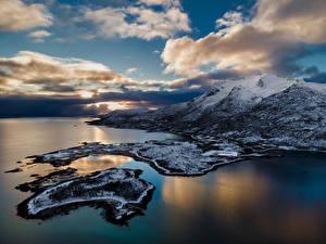 Обои Норвегия Лофотенские острова Побережье Горы Облачно Lødingen Природа