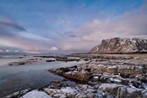 Картинка Норвегия Лофотенские острова Берег Гора Камни Скала Облачно Природа