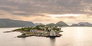 Картинки Норвегия Море Гора Alesund, Møre og Romsdal Города