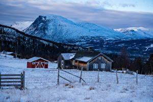 Картинки Норвегия Зимние Гора Дома Снег Ограда Природа