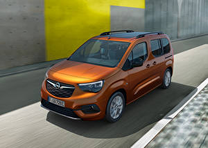 Фотография Opel Фургон Коричневые Металлик Едущий Combo-e Life, 2021 машина