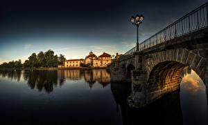Обои Португалия Река Мост Здания Уличные фонари Chaves, river Tâmega Города