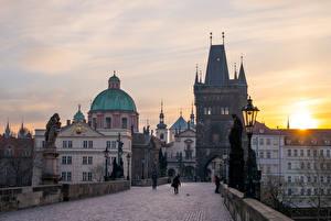 Фотографии Прага Чехия Мосты Скульптуры Рассвет и закат Карлов мост Уличные фонари Города