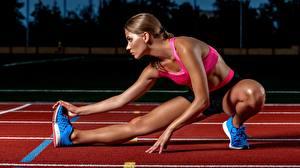 Фотографии Бегущая Ноги Растяжка упражнение девушка Спорт