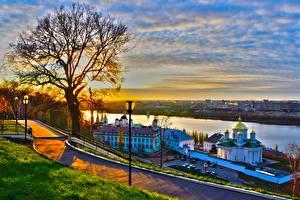 Обои Россия Рассвет и закат Река Церковь Дерева Уличные фонари Nizhny Novgorod, Volga, Volga Federal District город