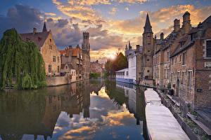 Обои Рассветы и закаты Здания Брюгге Бельгия Водный канал Отражается West Flanders город