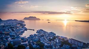 Фотография Рассветы и закаты Море Норвегия Горизонт Сверху Alesund, Møre og Romsdal город