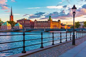 Картинки Швеция Стокгольм Рассветы и закаты Мост Забором Уличные фонари Города