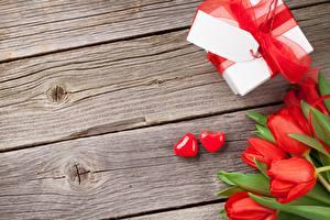Картинка Тюльпаны День всех влюблённых Коробка Сердце Бантики Подарок Доски Шаблон поздравительной открытки Цветы