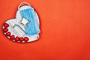 Обои День всех влюблённых Конфеты Коронавирус Маски Красный фон Сердечко Бутылка Продукты питания