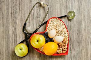 Фотографии День всех влюблённых Овсяная Орехи Яблоки Лимоны Изюм Доски Здоровое питание Сердце Яйца Зерно Пища