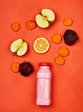 Фотографии Яблоки Морковь Свекла Йогурт Цветной фон Бутылки