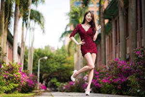 Фотографии Азиатки Позирует Платья Ног