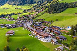 Обои для рабочего стола Австрия Дома Луга Сверху Alpbach Города