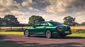 Фотографии Bentley Седан Зеленый Сбоку Flying Spur, Styling Specification, UK-spec, 2020 автомобиль