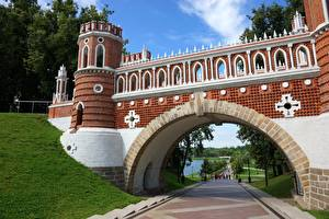 Обои для рабочего стола Мосты Россия Парк Москва Арка Башня Tsaritsyno город