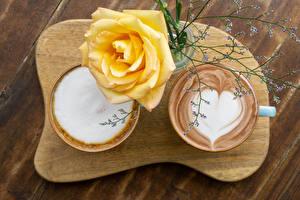 Фотография Капучино Розы Доски Разделочной доске Двое Чашка Сердце Желтая Цветы Еда