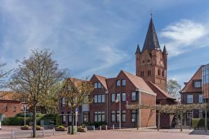 Обои Церковь Германия Деревья Уличные фонари Westerstede, St-Petri-Kirche, Lower Saxony