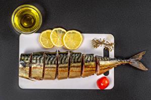 Картинки Рыба Лимоны Томаты Сером фоне Разделочной доске Масла