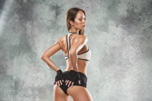 Обои для рабочего стола Фитнес Попа Рука Перчатки Поза девушка Спорт