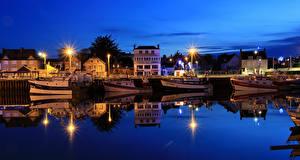 Фотографии Франция Дома Пирсы Речка Речные суда Ночные Уличные фонари Grandcamp-Maisy, Calvados город