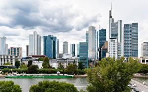 Фото Германия Франкфурт-на-Майне Здания Речка Пристань город