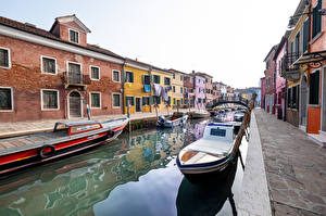 Картинки Италия Лодки Дома Венеция Водный канал город