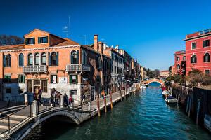 Фотография Италия Здания Люди Лодки Венеция Водный канал Города
